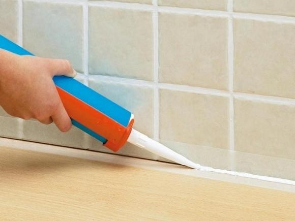 Какой герметик для ванной комнаты лучше выбрать: санитарный, силиконовый, аквариумный