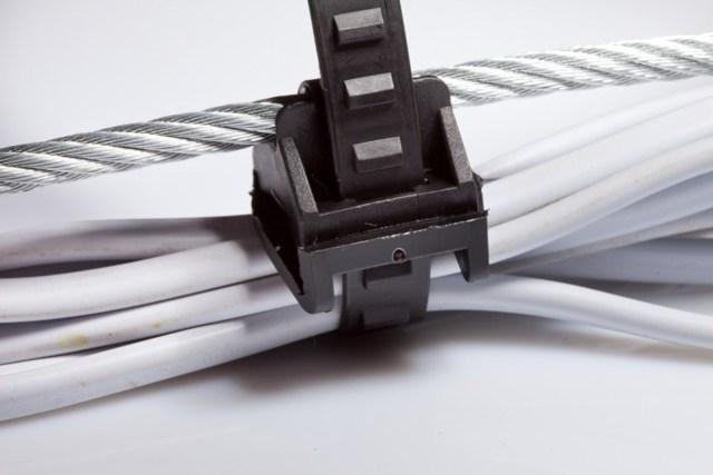 Способы крепления кабеля к стене