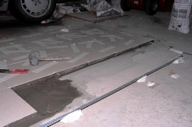 Полы в гараже: какие лучше, как сделать своими руками из плитки, керамогранита