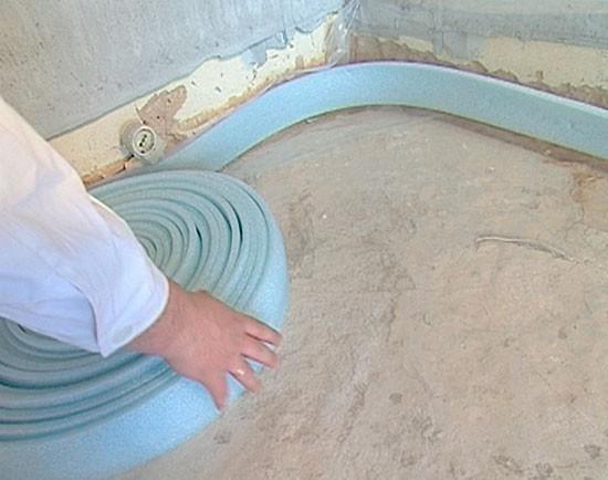 Подложка под линолеум на бетонный пол: нужна ли она, что стелить?