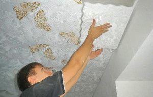 Как правильно клеить потолочную плитку разными способами своими руками