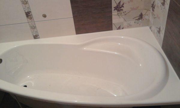 Как приклеить пластиковые уголки на ванную
