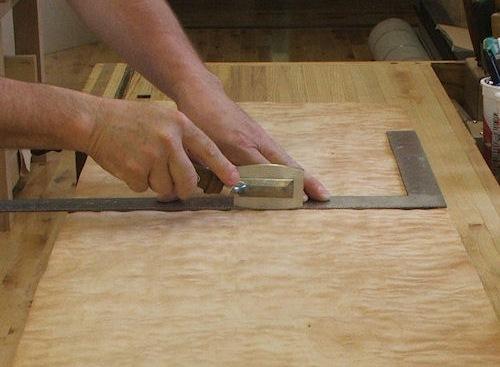 Реставрация дверей (деревянных, межкомнатных) своими руками, чем обклеить?