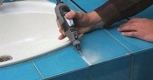 Как удалить затирку из швов плитки?