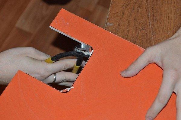 Как и чем резать плитку (кафельную, керамическую) в домашних условиях с плиткорезом и без